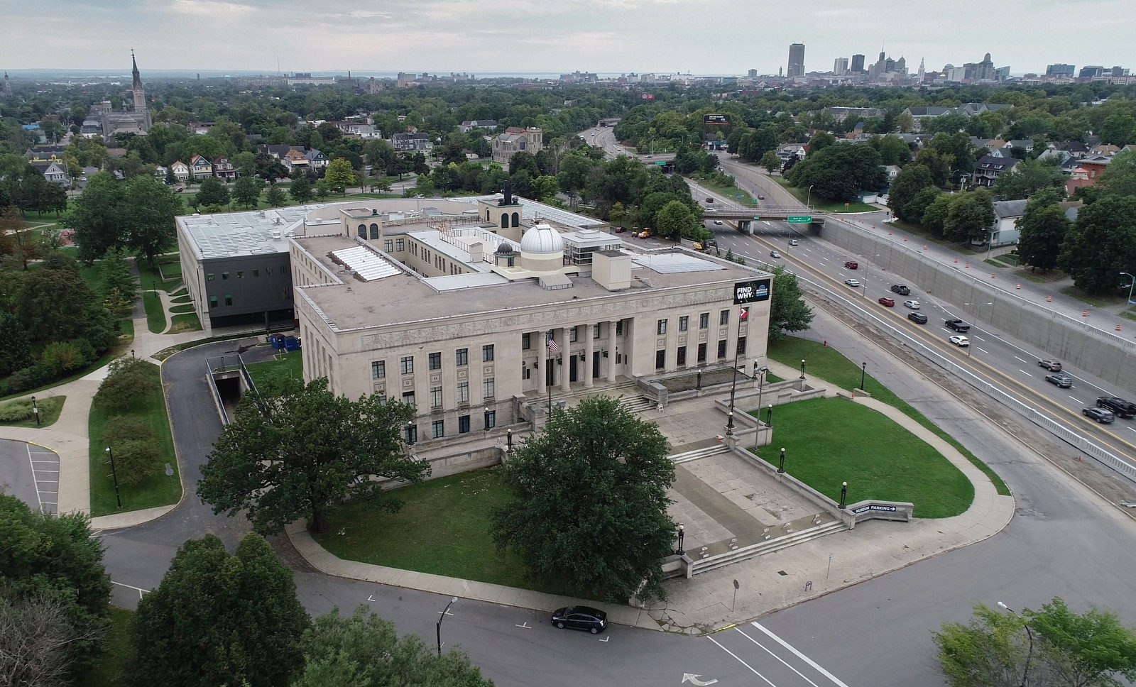 The Buffalo Museum of Science collection contains more than 700,000 specimens ranging across a broad range of sciences. Exhibits range from natural sciences and biodiversity to space exploration and everything in between, housed in a modern classical building that opened in 1929.