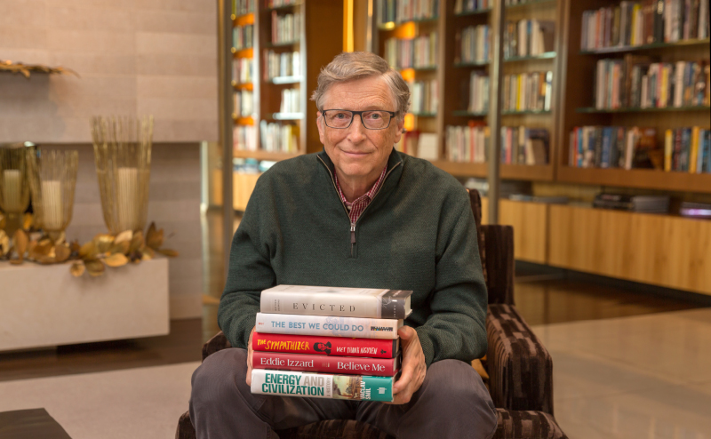 Bill Gates in his library. (Gatesnotes.com)