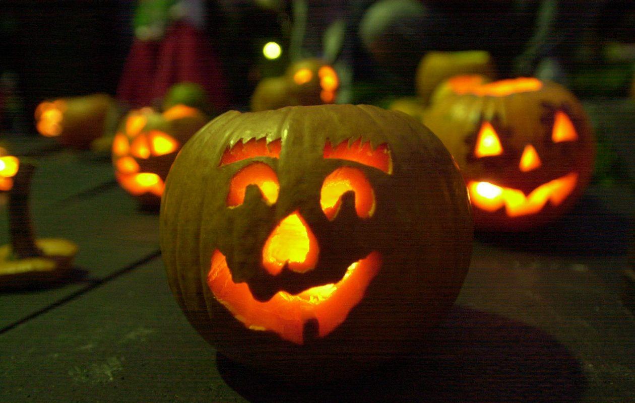 Jack-o-lanterns at Hoyt Lake pumpkin float.  (Derek Gee/News file photo)