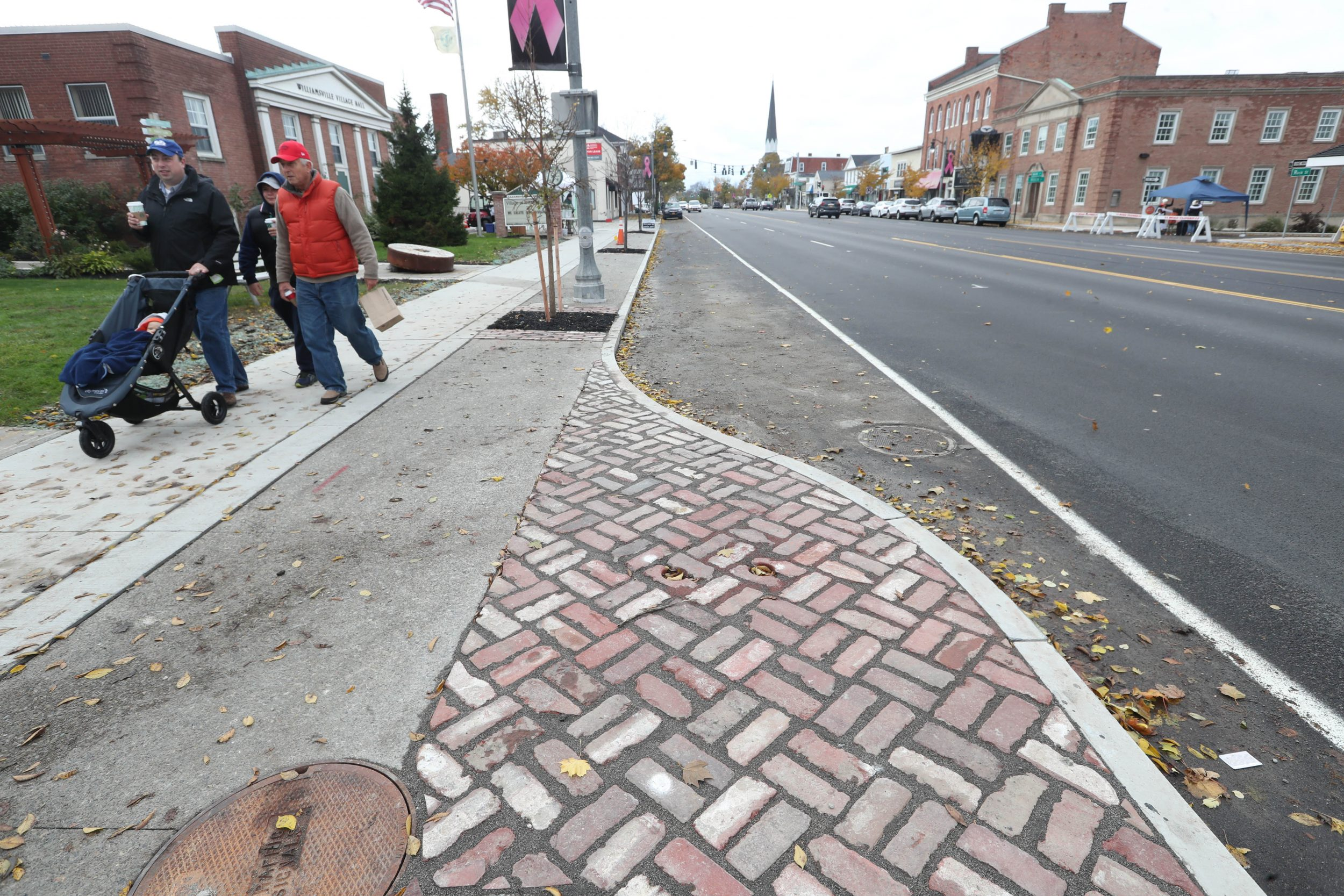 New Traffic Calming Islands On Allen >> After A Decade Of Planning Calmer Traffic Comes To Main Street In