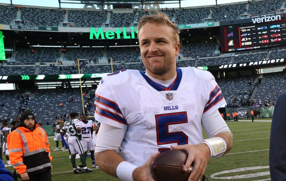 Bills quarterback Matt Barkley walks off the field after a 41-10 victory over the Jets (James P. McCoy/Buffalo News)