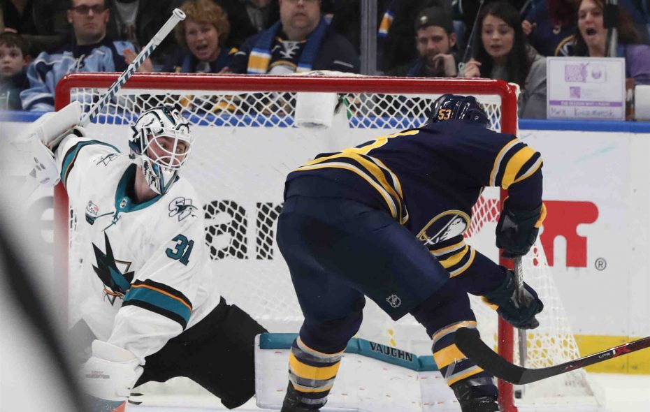 Jeff Skinner nets the winner as the Sabres beat the San Jose Sharks. (James P. McCoy/News file photo)