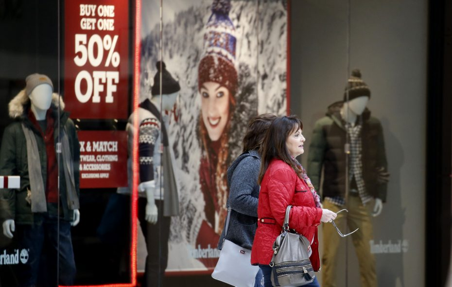 The holiday shoppers are already out at Fashion Outlets of Niagara Falls. (Robert Kirkham/Buffalo News)