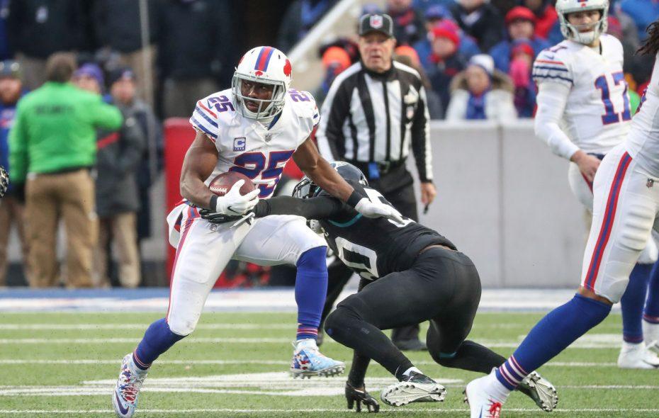 LeSean McCoy puts a move on Jaguars linebacker Telvin Smith during the fourth quarter. (James P. McCoy/Buffalo News)
