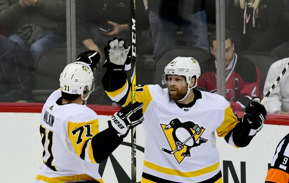 Phil Kessel, right, and Evgeni Malkin have combined for 48 points this season. (Photo by Sarah Stier/Getty Images)