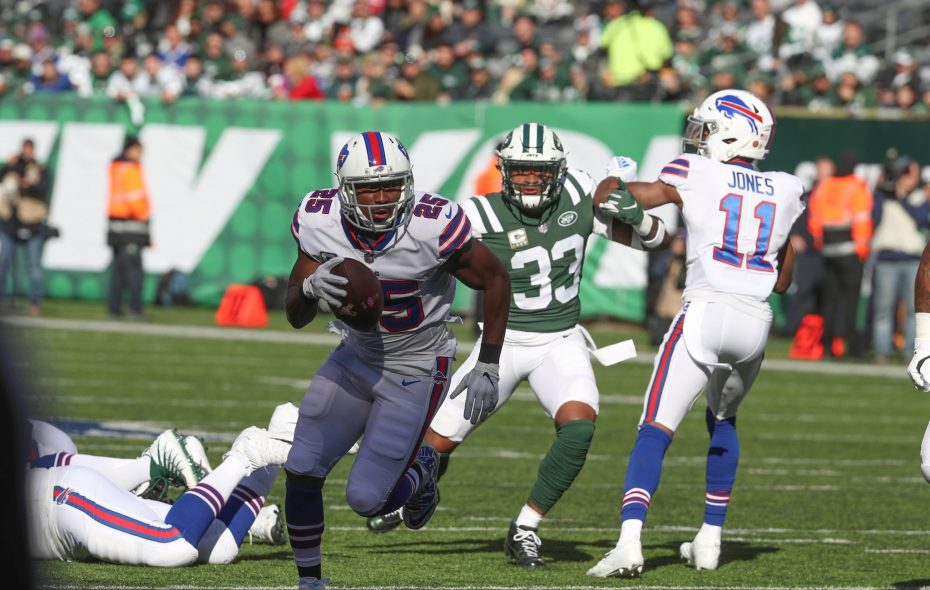 Bills' LeSean McCoy runs to a touchdown. (James P. McCoy/Buffalo News)