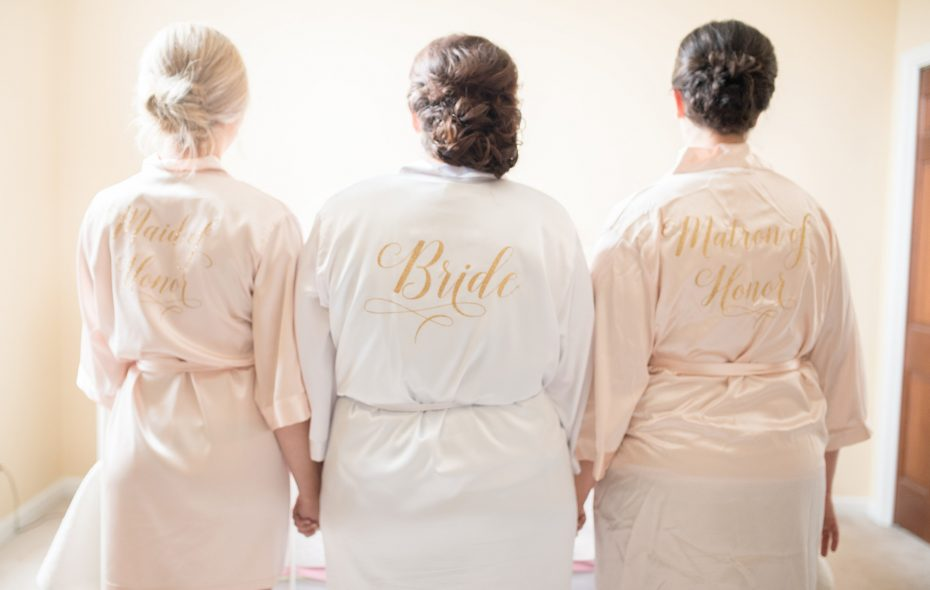 Sarah and her maids of honor getting dress ready. (Alyissa Landri Photography)