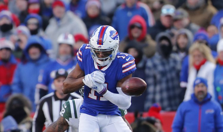 Bills receiver Zay Jones had a costly drop in the fourth quarter of Sunday's loss to the New York Jets. (Mark Mulville/Buffalo News)