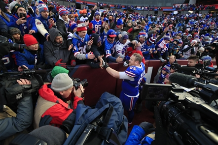 Kyle Williams greets fans at New Era Field after retiring