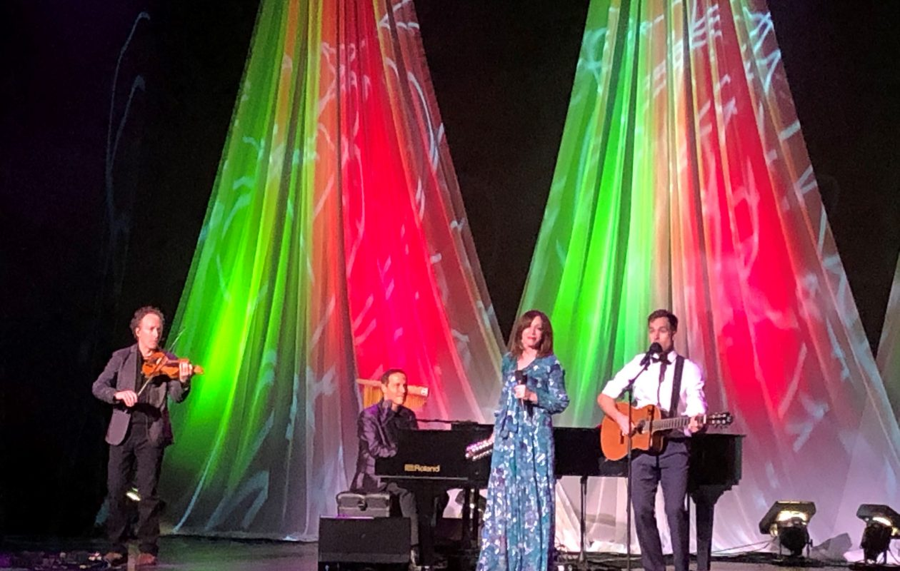 Pianist and singer Jim Brickman entertained a full house at the Riviera Theatre. (Nancy J. Parisi/Special to The News)