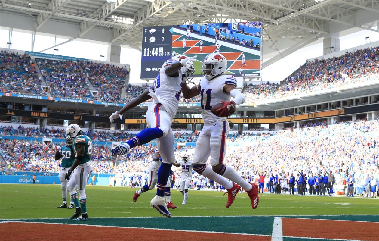 Zay Jones had a pair of touchdown catches Sunday for the Bills, who fell to 4-8 with a 21-17 loss to the Dolphins. (Harry Scull Jr./Buffalo News)