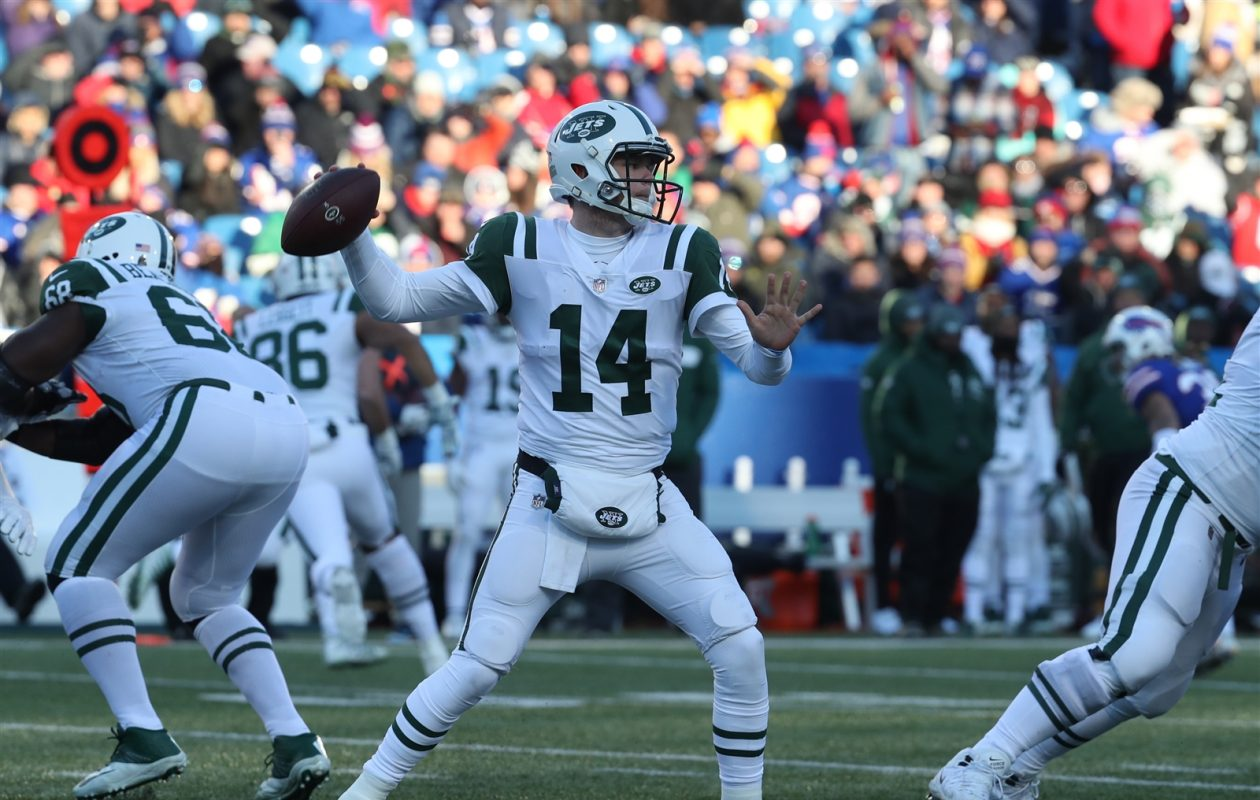 Jets quarterback Sam Darnold was not hit by the Bills once Sunday. (James P. McCoy/Buffalo News)