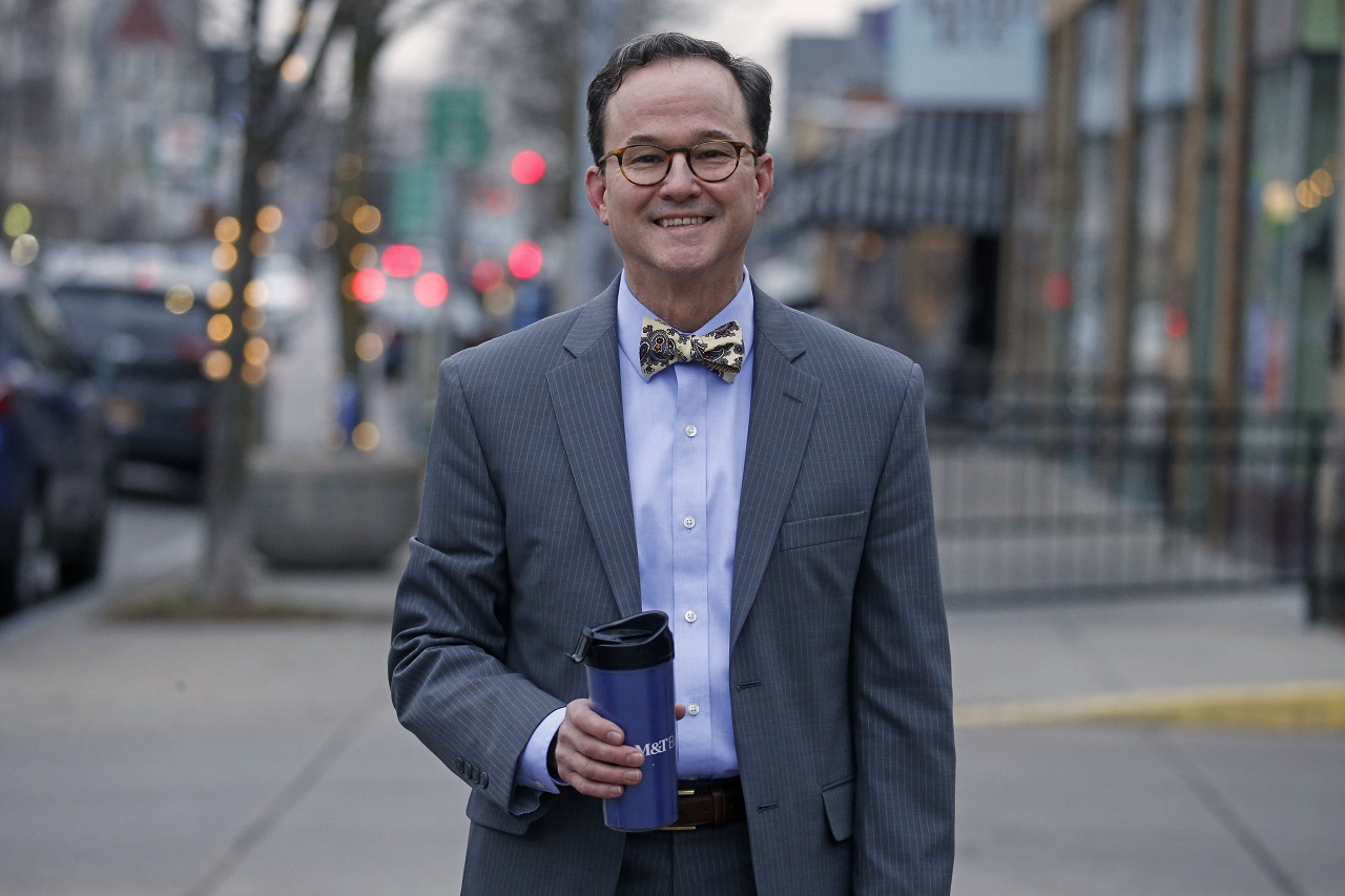 Fashion friday meet the banking officer in the bow tie for Fashion jobs hamburg