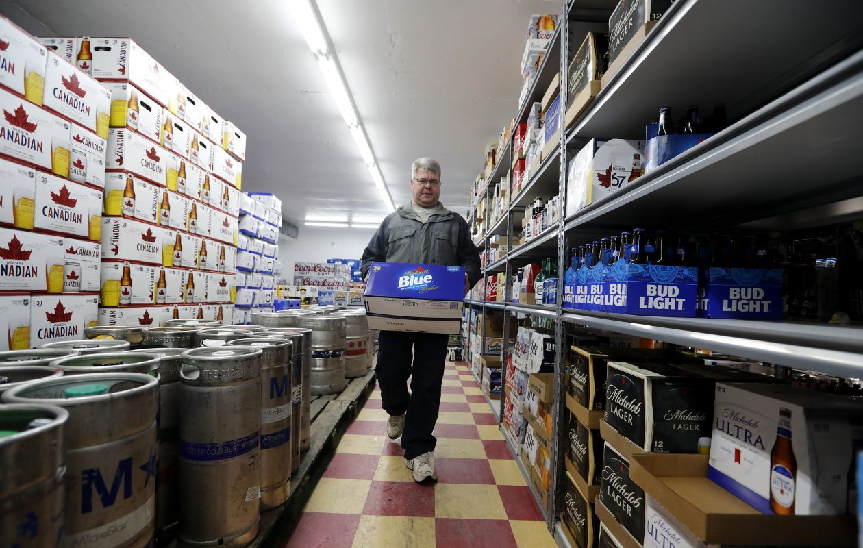 346f572b9 Snowstorm six-packs  30-packs are more like it as WNYers prep for storm. –  The Buffalo News