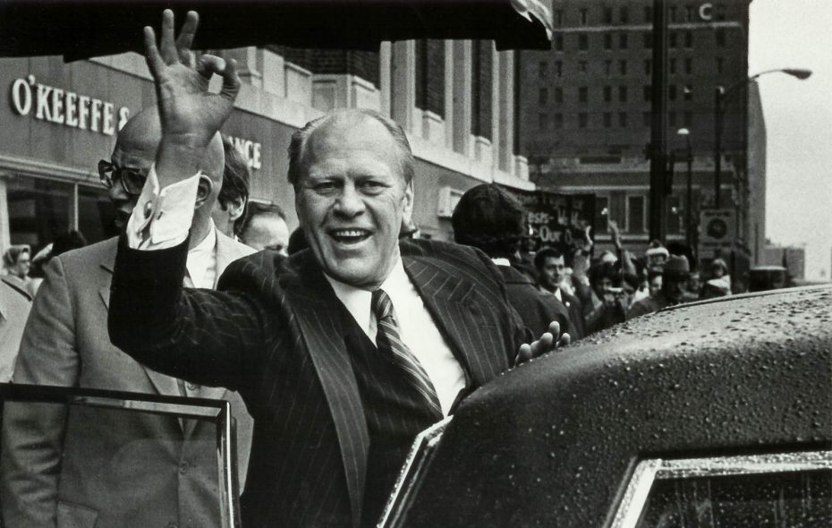 President Gerald Ford waves to the crowd in front of the Statler Hilton Hotel. (Mickey Osterreicher/Special to The News)