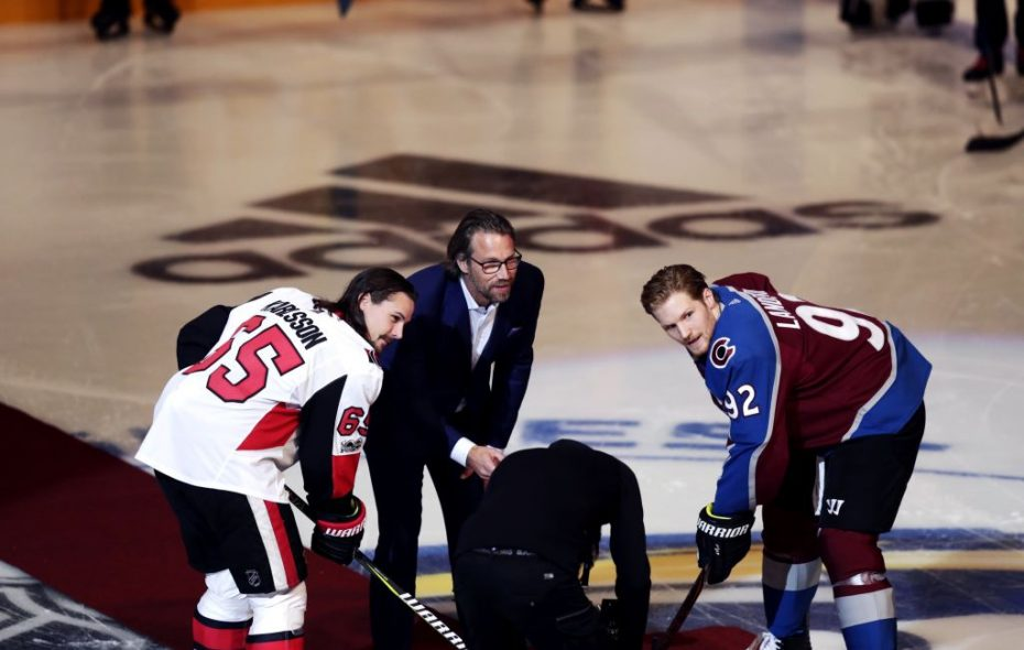 Hall of Famer Peter Forsberg dropped a ceremonial faceoff between Erik Karlsson of Ottawa and Gabriel Landeskog of Colorado when the teams met in Stockholm in 2017. (Getty Images file photo)