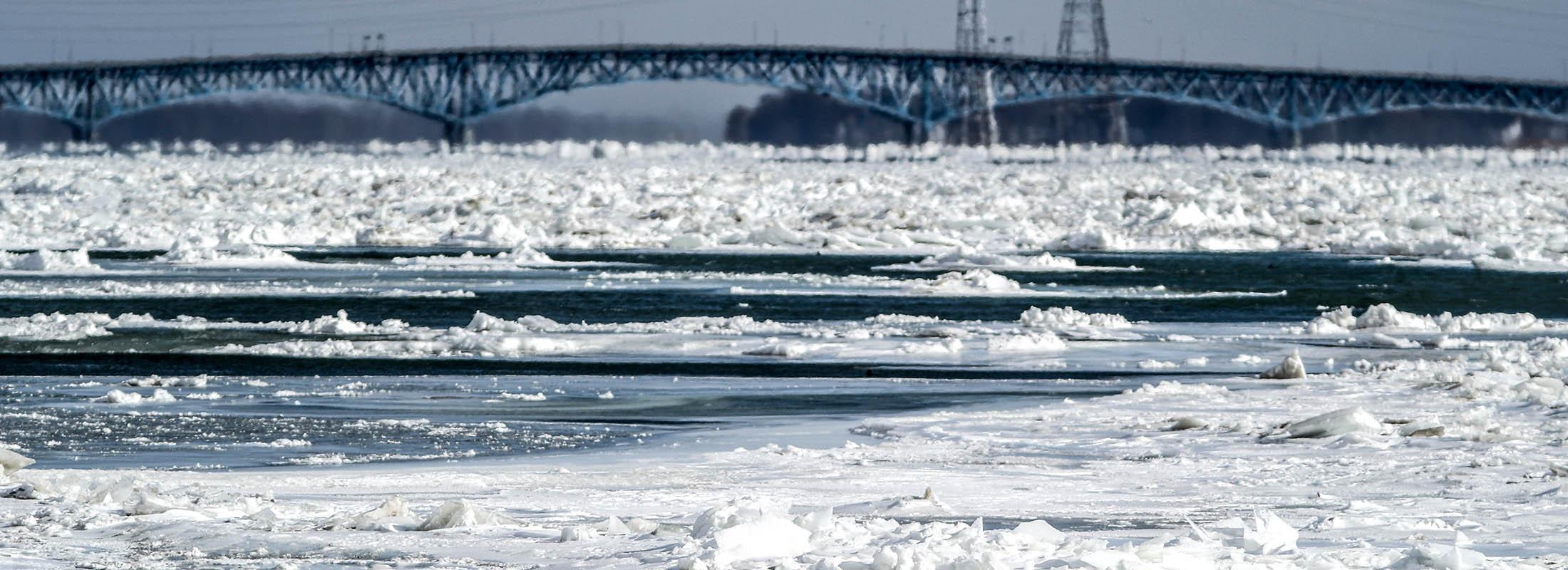 The bright sun light shines over the ice and water on the Niagara River near Niagara Falls on Jan. 31. (James P. McCoy/Buffalo News)