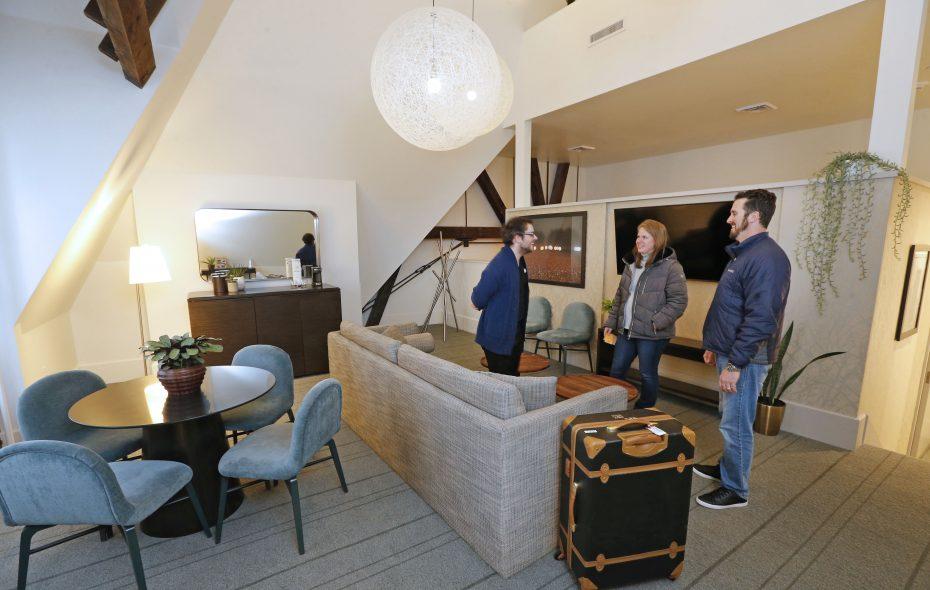 Oxford Pennant winner Carling Wilson, center, and her husband Joe, right, are shown to their room by Hotel Henry staffer Chris Aquino, left, on Feb. 24. (Robert Kirkham/Buffalo News)
