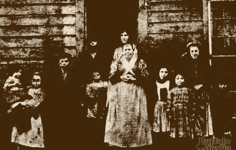 Italians in the Hooks neighborhood near Canal Street, 1908.