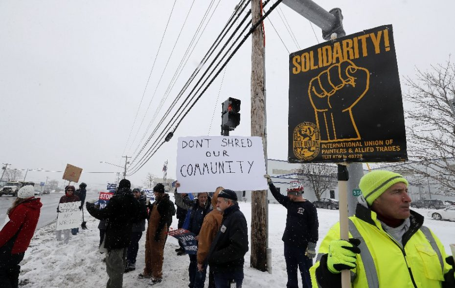 Wendt Corp. workers have rallied outside the plant in support of a contract. (News file photo)