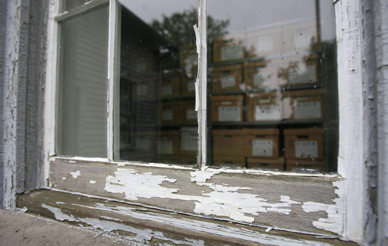 Peeling lead paint (Harry Scull Jr./News file photo)