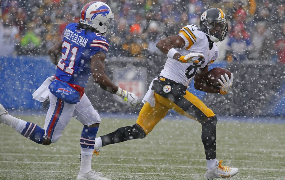 Antonio Brown and the Bills remains unclear, many non-Buffalo natives came to the city's defense. (Harry Scull Jr./News file photo)