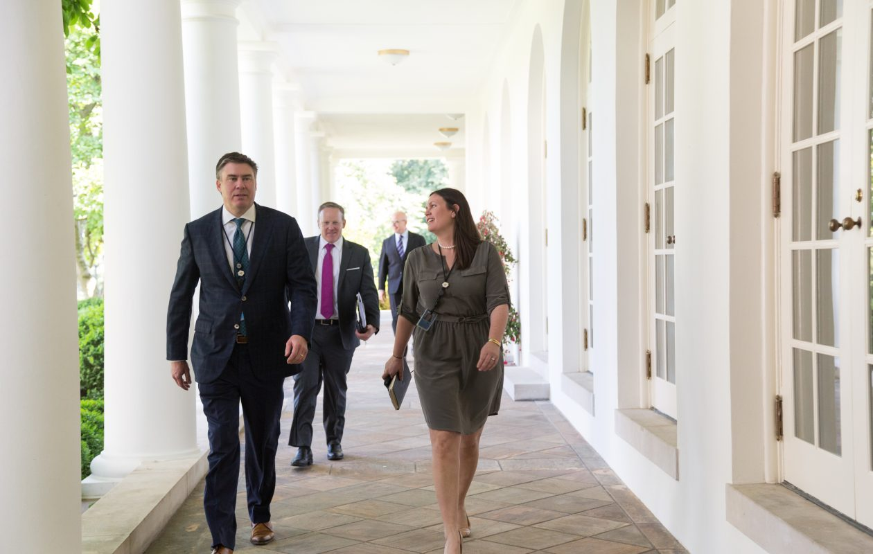 Hamburg native Mike Dubke, left, walks along the West Wing colonnade with Sarah Huckabee Sanders, then the White House's deputy press secretary, and Sean Spicer, who was still serving as press secretary. (Credit: White House)