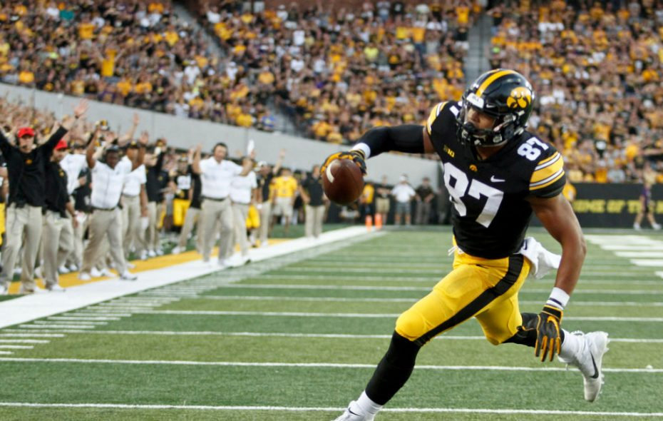 Tight end Noah Fant of the Iowa Hawkeyes runs in for a touchdown against the Northern Iowa Panthers on Sept. 15, 2018. (Getty Images)