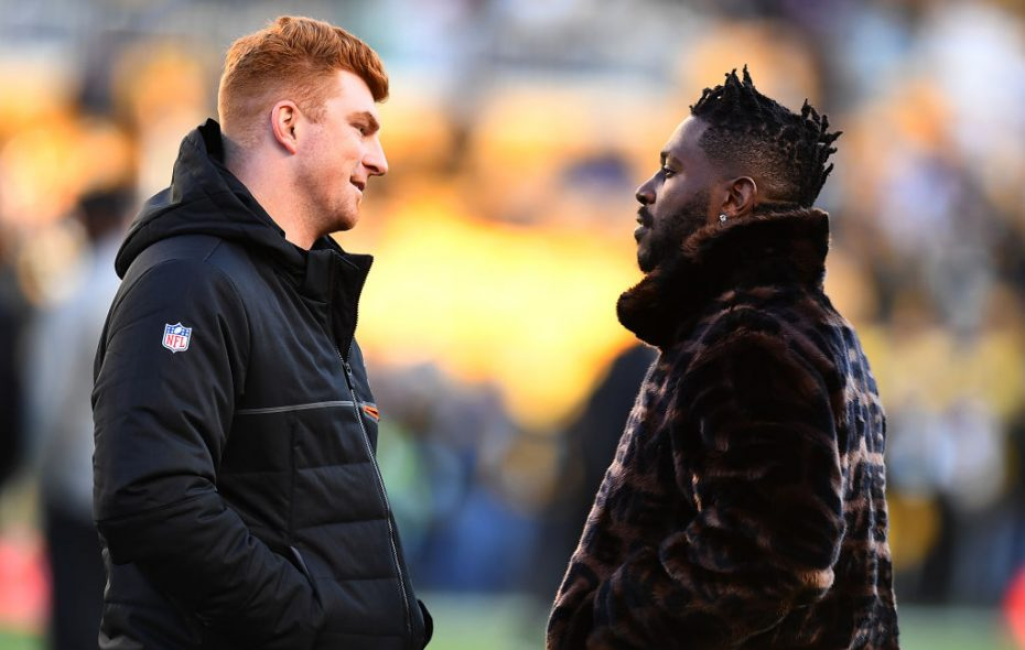 Andy Dalton #14 of the Cincinnati Bengals talks with Antonio Brown #84 of the Pittsburgh Steelers before the game at Heinz Field on December 30, 2018 in Pittsburgh, Pennsylvania. (Photo by Joe Sargent/Getty Images)