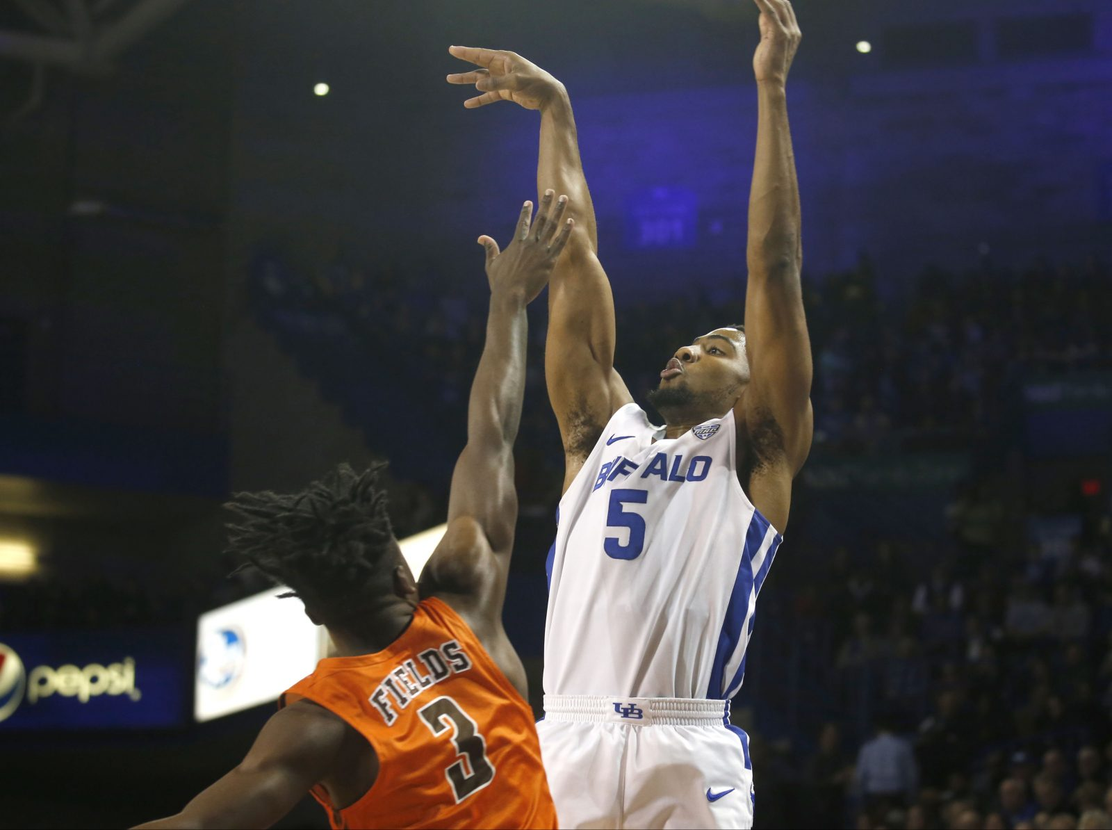 UB mens basketball moves to No. 15 in Associated Press rankings