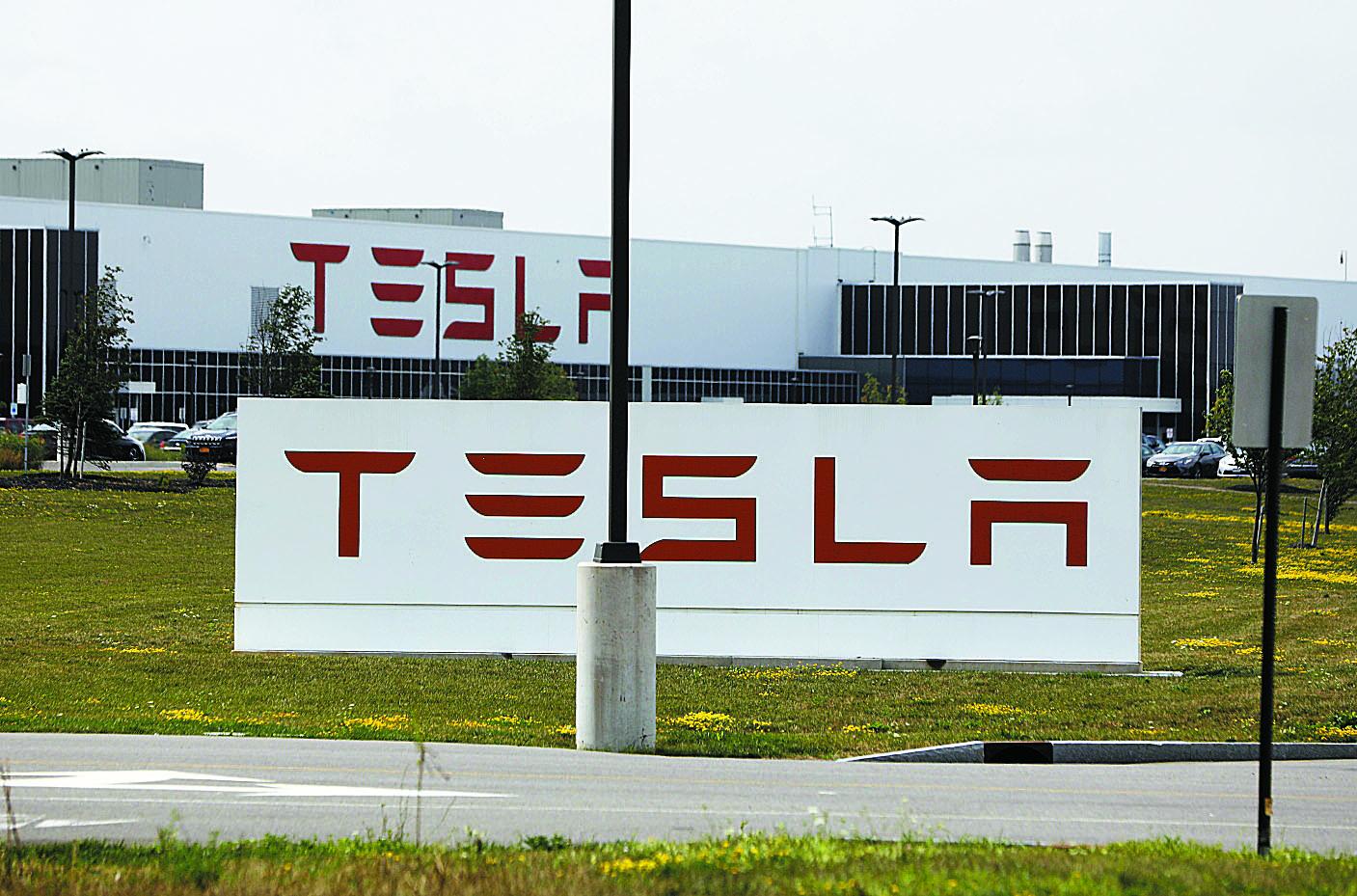 Teslas solar energy business slumps as it revamps sales strategy