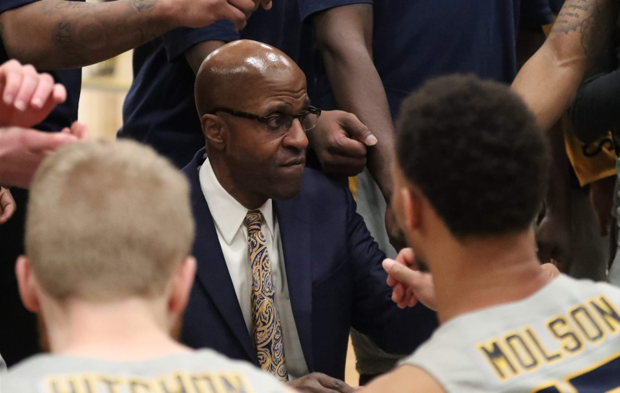 Canisius men's basketball coach Reggie Witherspoon talks to his team during a timeout earlier this season against Niagara (James P. McCoy/Buffalo News)