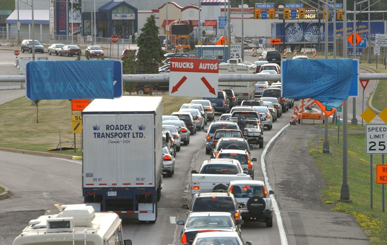 Border backups such as this one at Lewiston in 2005 could reoccur if Washington raids Western New York to send agents to the country's southern border. (News file photo)