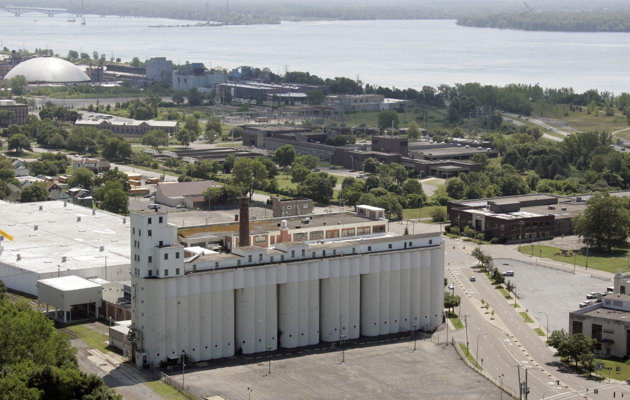 The massive, empy former Nabisco plant in  Niagara Falls. (Harry Scull Jr./Buffalo News file photo)