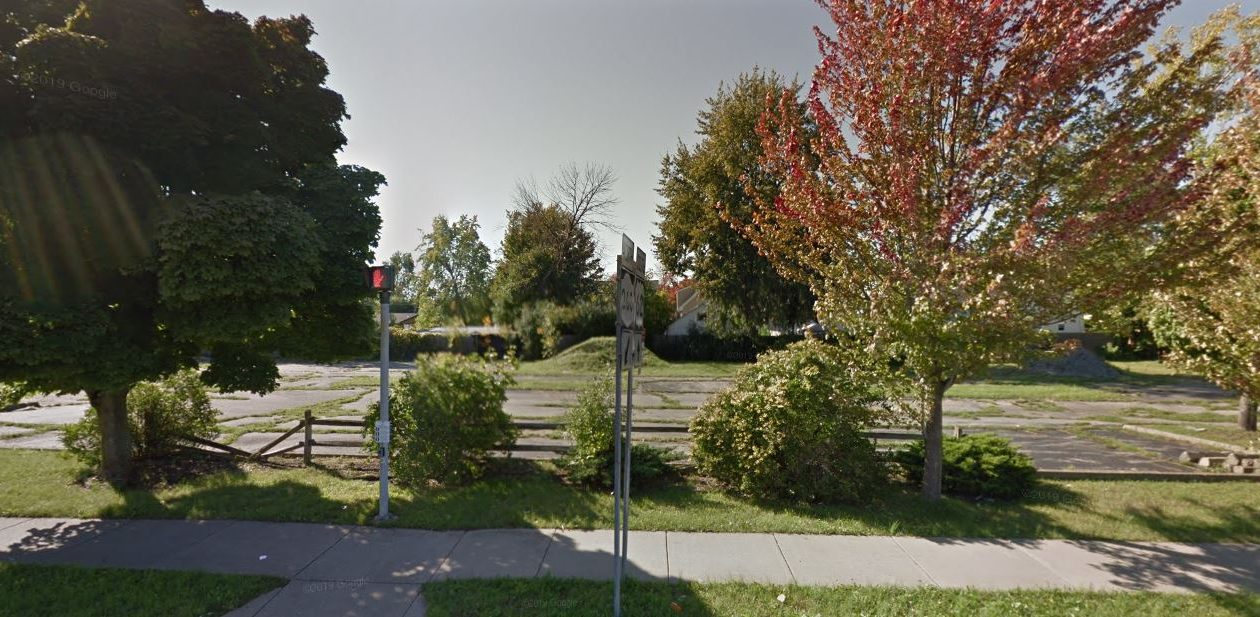 A town house apartment project is proposed for this former Pizza Hut site in Eggertsville. (Google)