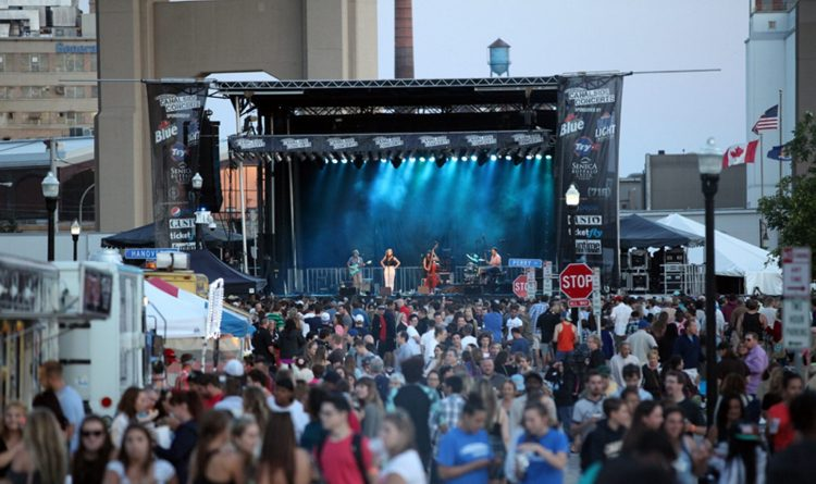 The crowd at Canalside Live. (News file photo)