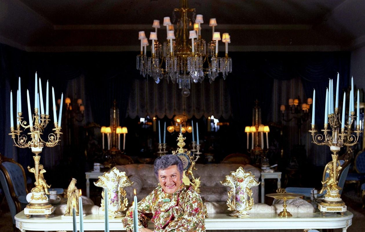 Liberace in the sitting room of his Los Angeles home in 1973 (Photo by Allan Warren).