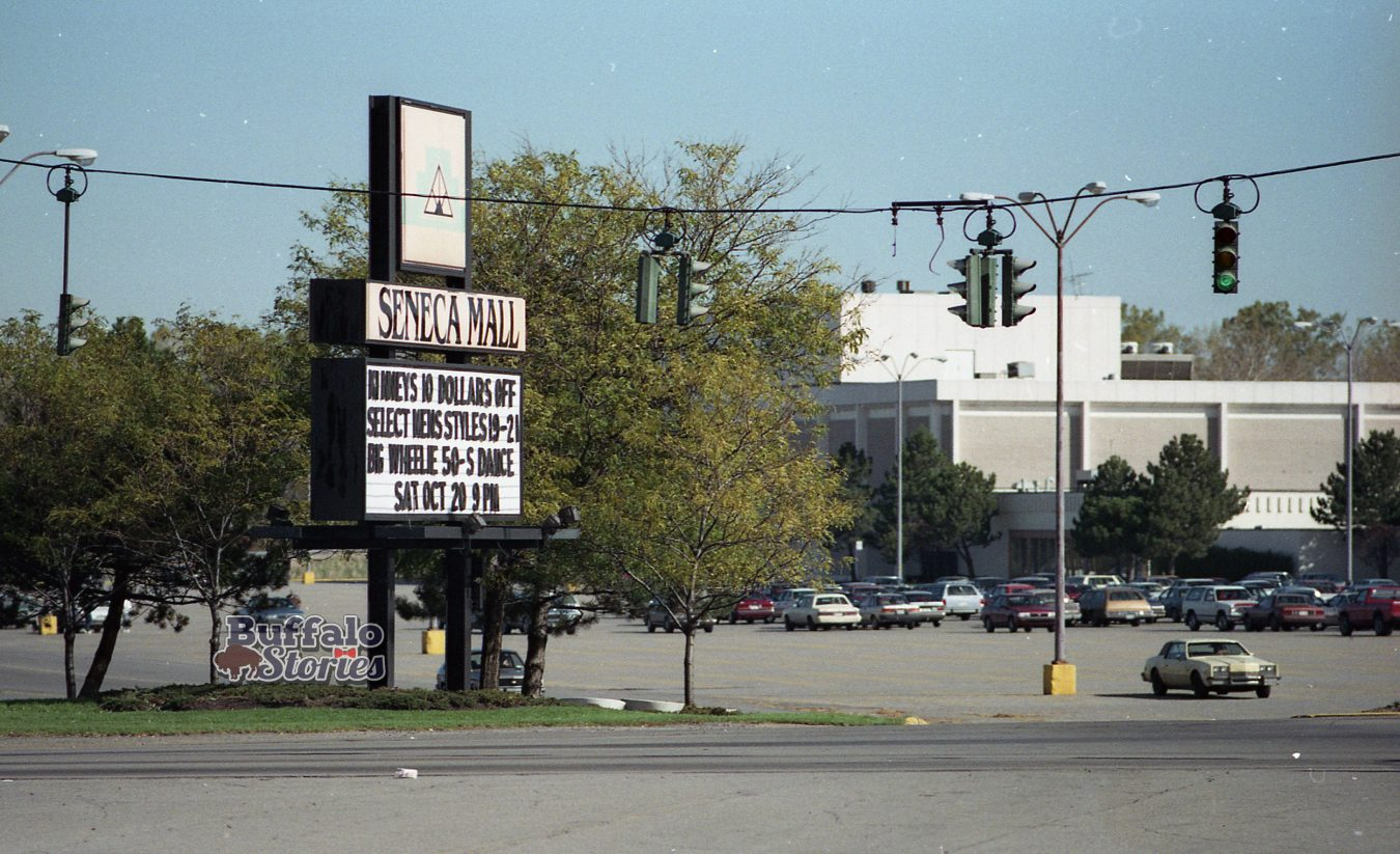 Torn-down Tuesday: Seneca Mall, 1990