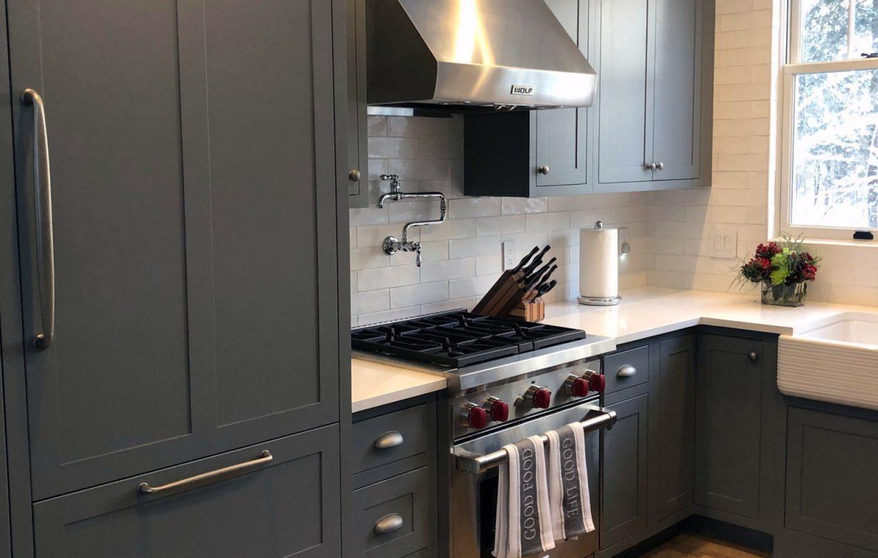 The kitchen has gray cabinets and quartz countertops. (Photo courtesy Tula Economou)