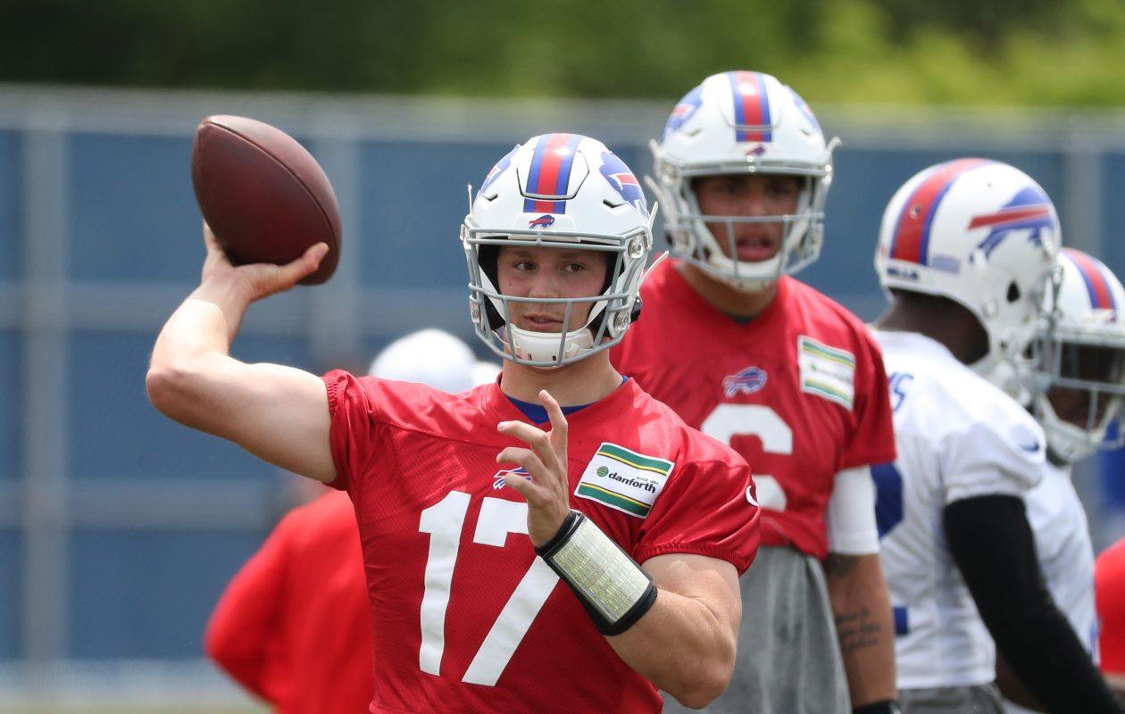Josh Allen, Jordan Poyer go back and forth at Bills' practice