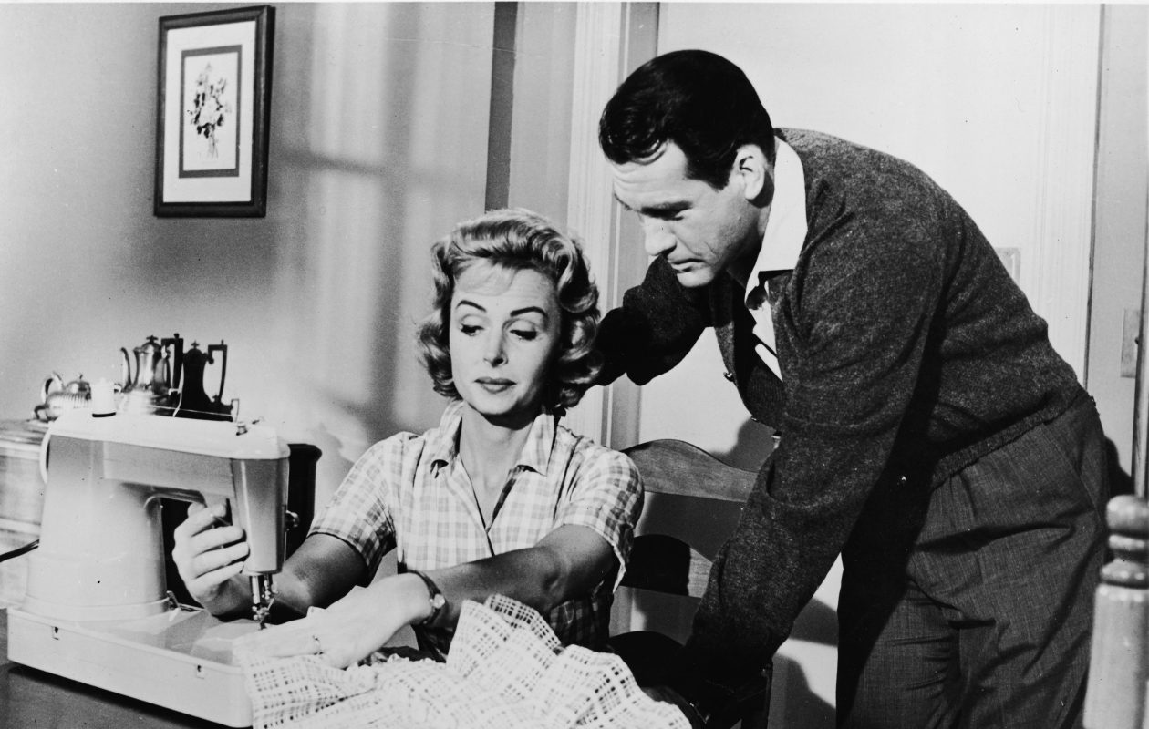 Donna Reed's homemaking character Donna Stone (here with co-star Carl Betz) would approve of these money-saving tips from 1957. (Getty Images)