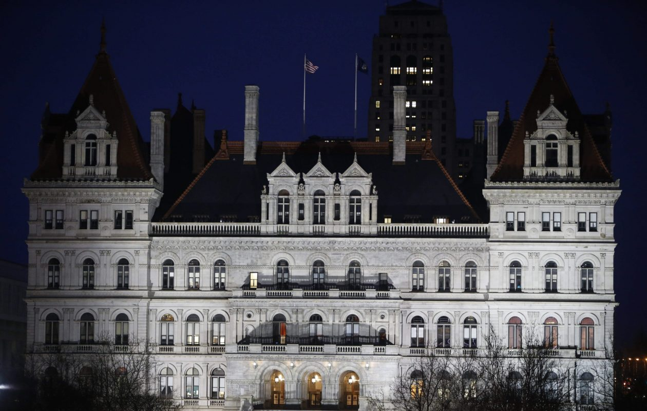 Contractors, unions battle in Albany over prevailing wage bill
