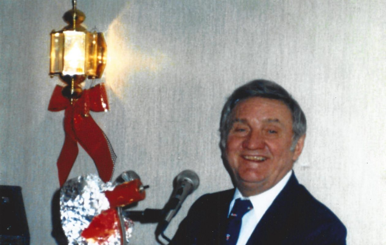 Frank Kowalak, 91, singer, piano player and restaurant owner