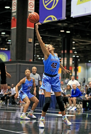 Philadelphia Belles Amari DeBerry, of Williamsville South, at the Nike Elite Youth Basketball tournament in Chicago.
