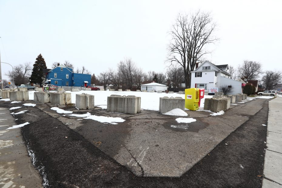 A welcome court ruling affirmed the Town of Amherst's right to use its power of eminent domain to obtain the blighted property 159 Niagara Falls Blvd. (John Hickey/News file photo)