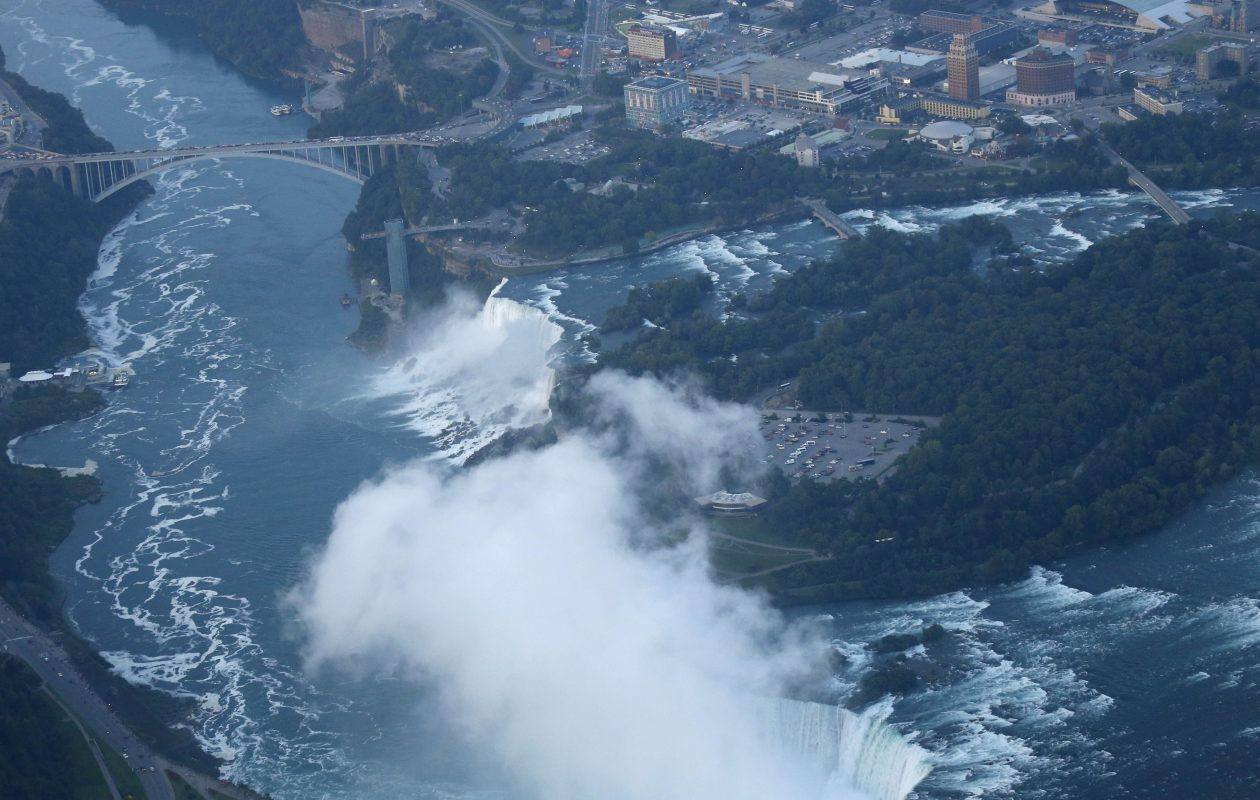 Man apparently goes over Niagara Falls, survives