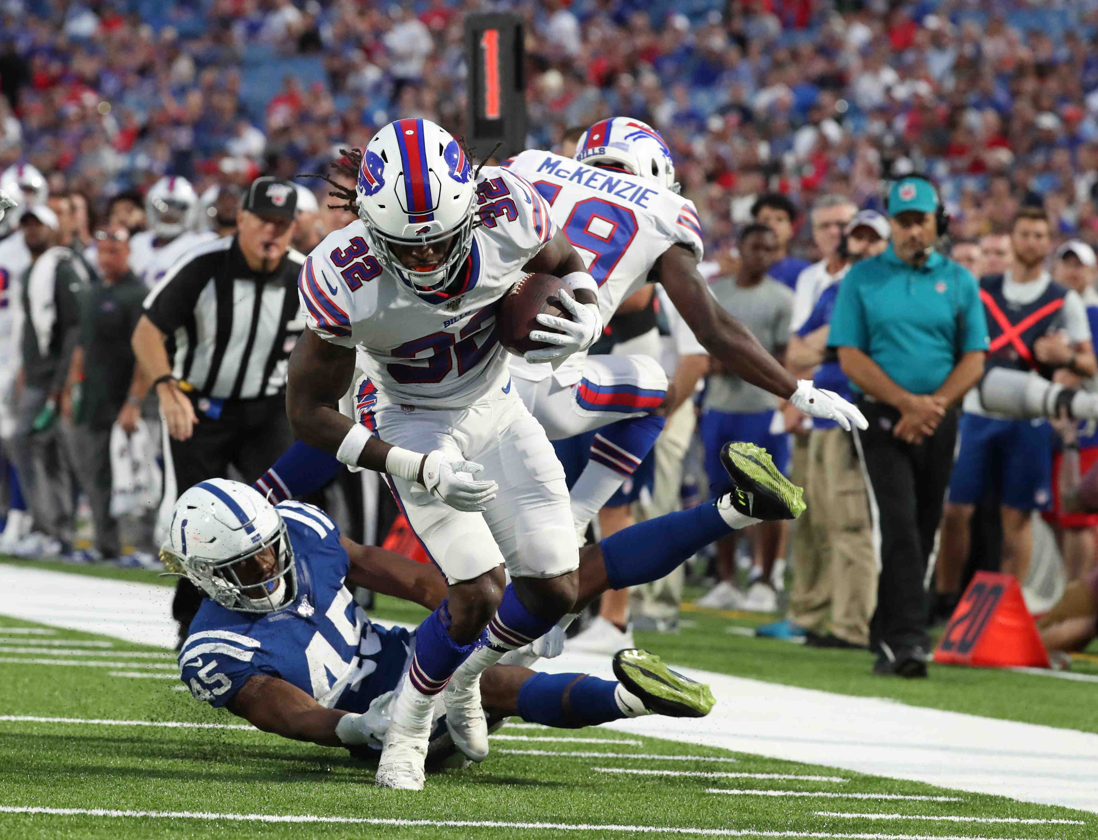Observations from Bills' preseason win: Jon Feliciano takes his turn at center