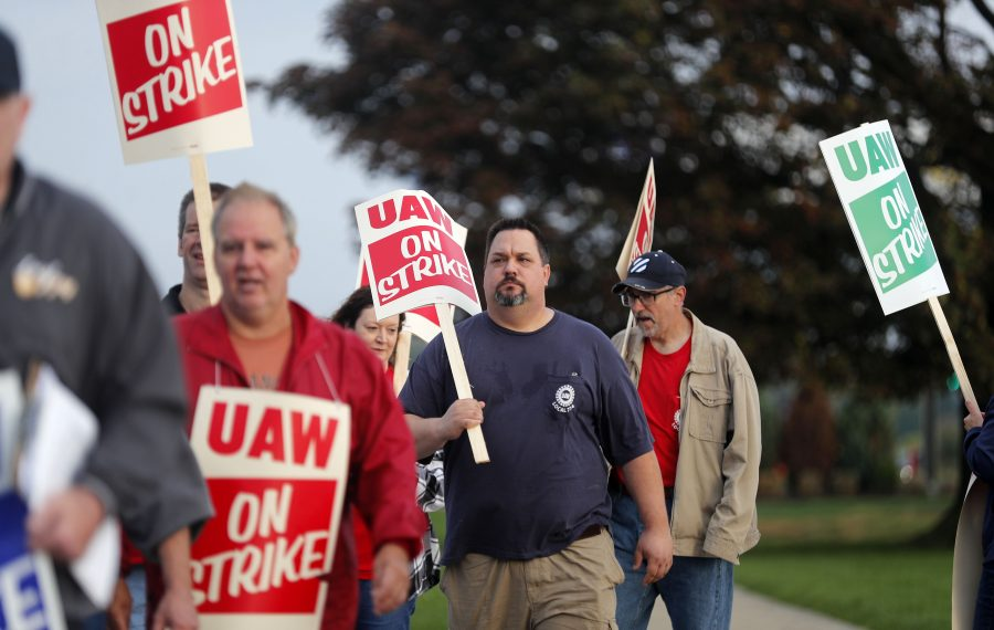 Cuomo supports striking GM workers