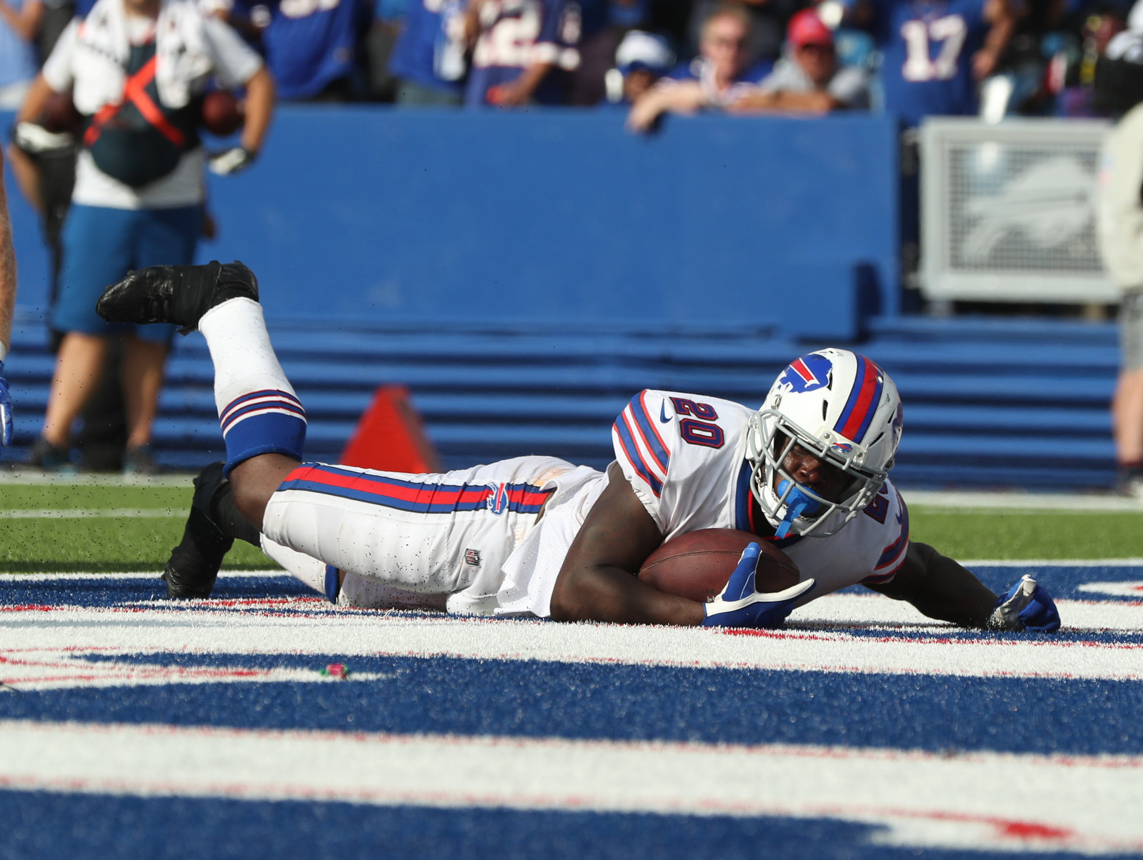 new york 4c878 91c7a Bills embrace 'Buffalo vs. Everybody' in making tough plays ...