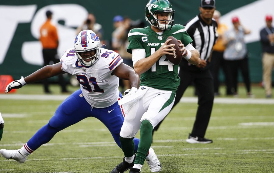 Sam Darnold of the New York Jets evades Bills rookie Ed Oliver. (Jeff Zelevansky/Getty Images)